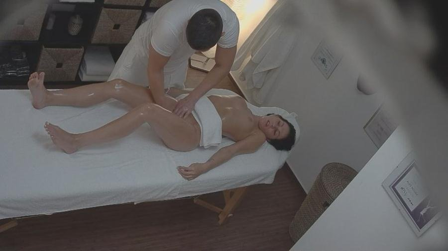 Kiki - Massage 22 (Czech / Hidden Camera) [SD] - CzechAV.com