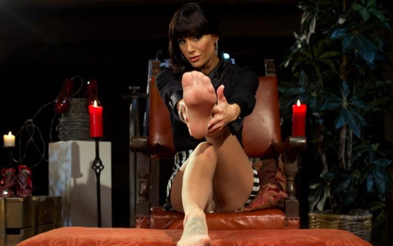 Maitresse Madeline, Gia DiMarco and Blake - Foot Fetish Extreme (Femdom / FootFetish) [HD] - Kink.com/DivineBitches.com