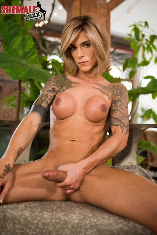 Nina Lawless - Beautiful Nina Lawless Is Back! (Transsexual / Masturbation) [HD 720p] - shemale.xxx