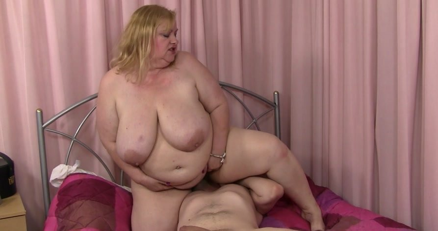 Sandra - Dylans Picked up in a park and fucked in her crack (Big Tits / Great Britain) [FullHD 1080p] - BBWpickup.com