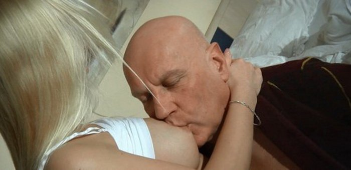 Renata - Dad fuck daughter and finished her mouth (Incest / Amateur) [HD] - Oldje.com