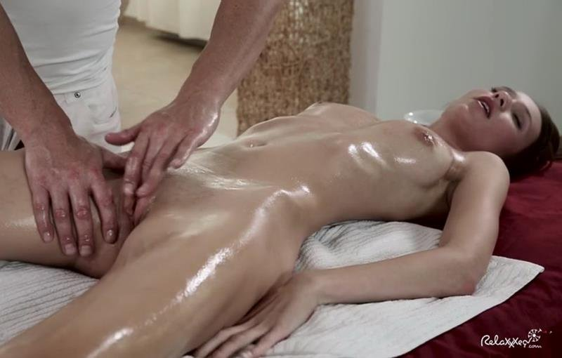 Chelsy Sun - Chesly Sun gets a her clit rubbed the right way (All Sex / Hardcore) [SD] - Relaxxxed.com