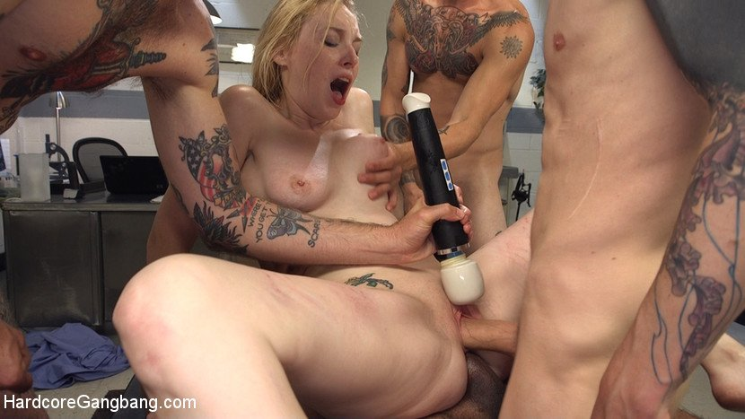 Delirious Hunter - Deliriously Gangbanged (BDSM / USA) [SD] - HardcoreGangBang.com