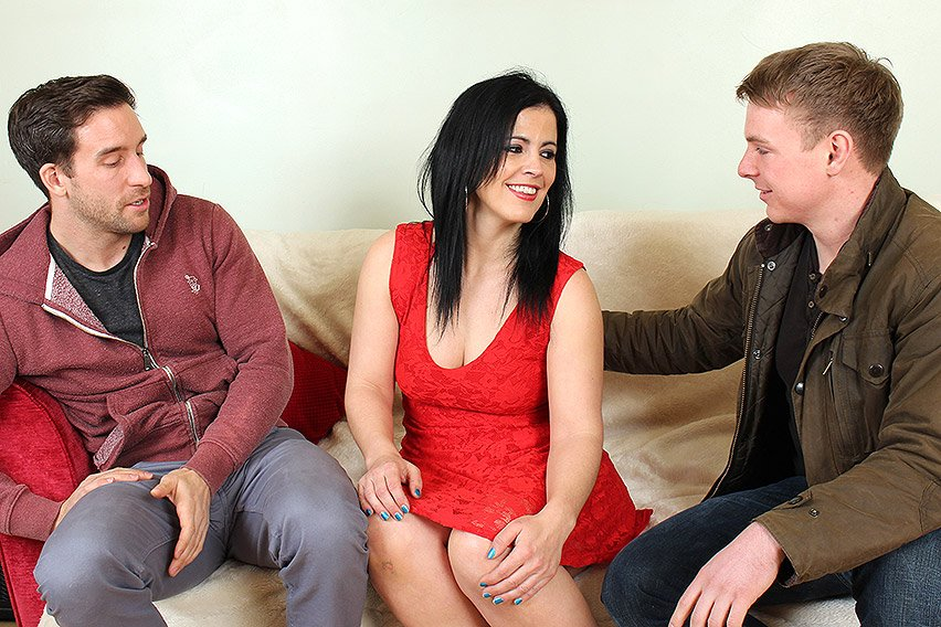 Montse (EU) (36) - Naughty Housewife Having a Threesome (Milf / Threesome) [HD 720p] - Mature.nl