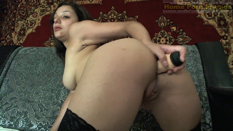 Netti - Brunette babe anal toying and masturbation (Amateur / Solo) [FullHD 1080p] - HomePornFrames.com