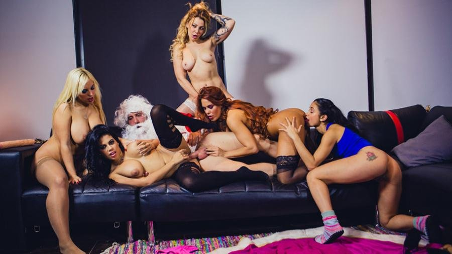 Blondie Fesser, Gala Brown, Jade, Kesha Ortega, Sonia Lion - Christm-ass Family Affairs (Orgy / Big tits) [SD] - CumLouder.com