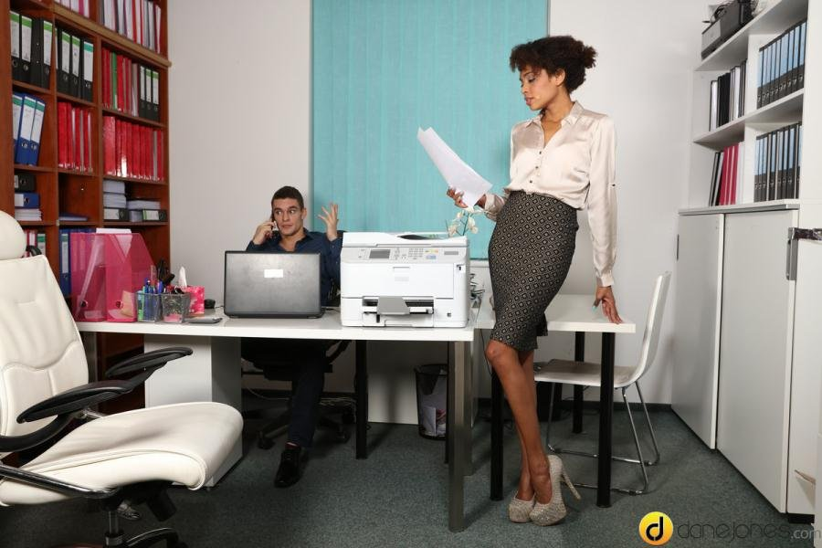 Luna Corazon - Ebony office babe hot for coworker (Ebony / All Sex) [SD] - SexyHub.com