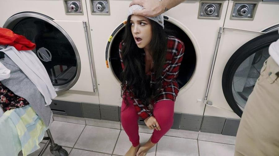 Annika Eve - Latina Gets Facial In Laundromat (Spanking) [SD] - PervsOnPatrol.com