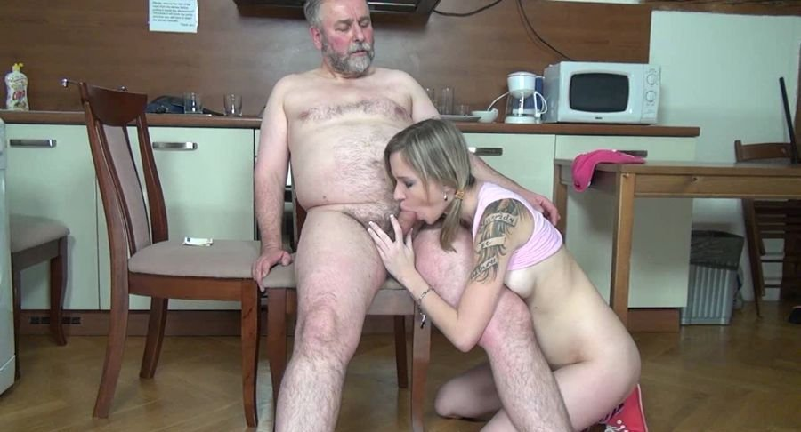 Lenka - A hot cook (Amateur / Czech Republic) [HD 720p] - OldFartsYoungTarts.com