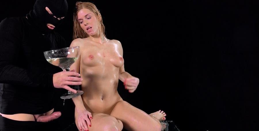 Chrissy Fox - Mission Possible (Pissing / Squirt) [HD 720p] - VIPissy