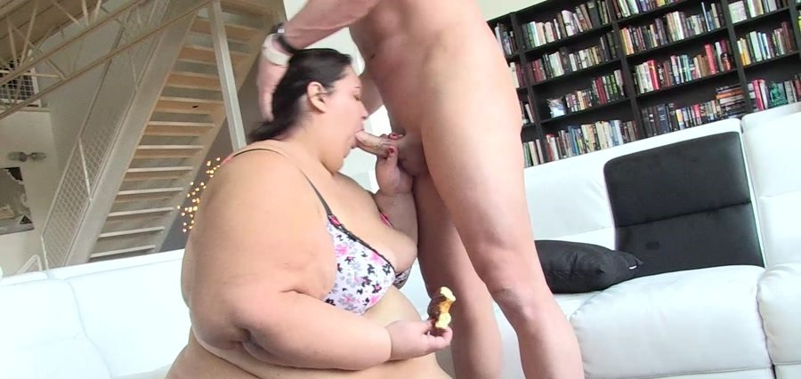 Apple Bomb - Apple Bomb eats and gets fucked at the same time (BBW / Big Tits) [FullHD 1080p] - Pure-BBW.com