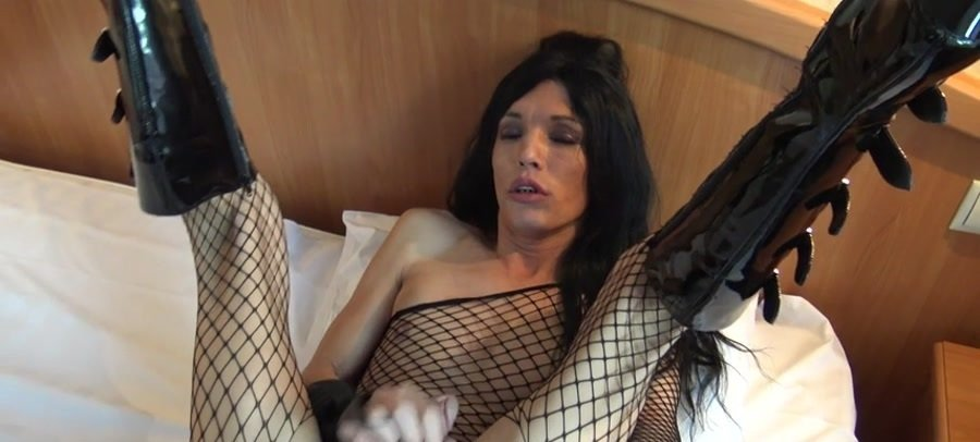 Holly Biga - Holly Biga the Rampant Russian! (Transsexual / Russian) [SD] - Femout.xxx