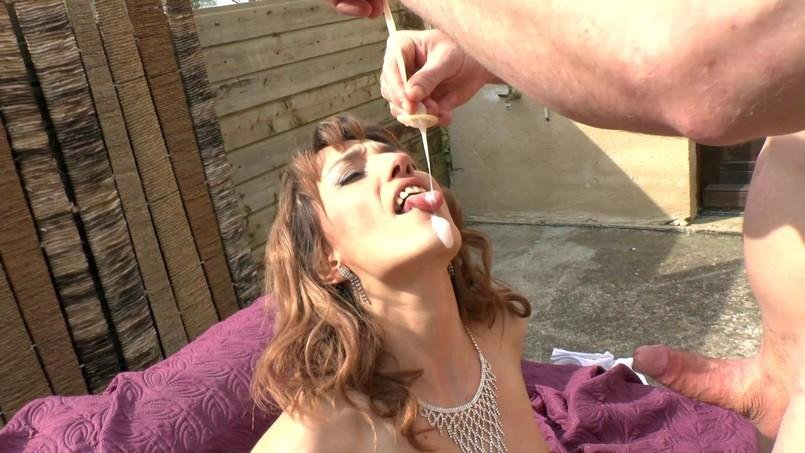 Isabelle - La gourmandise selon Isabelle... (Sodomie / Squirting) [FullHD 1080p] - Indecentes-Voisines.com