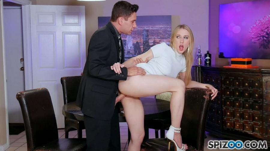 Riley Reyes - Riley Reyes Sugar Daddy / 30.08.2017 (Big Ass / Blonde) [FullHD 1080p] - Spizoo.com
