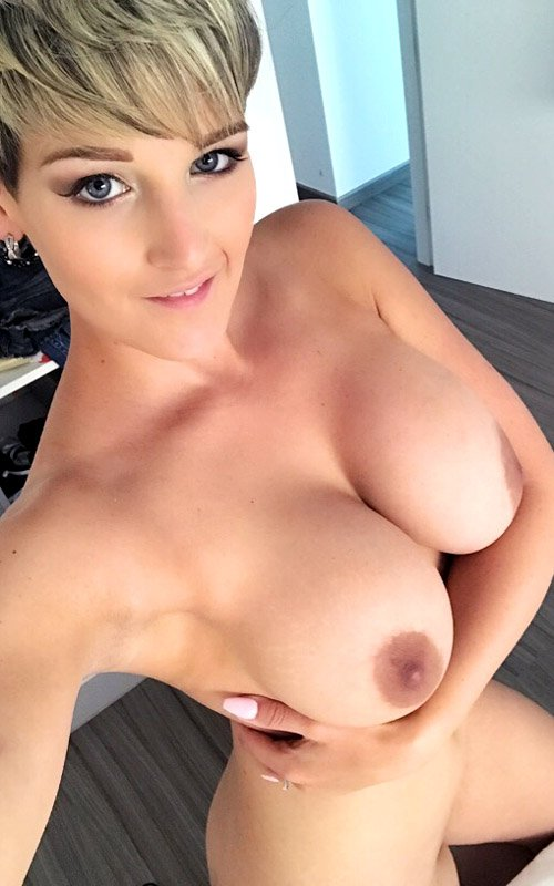 HannahBrooks - HARDCORE ANAL FUCKING XXX (Anal / Double Penetration) [FullHD 1080p] - ManyVids.com