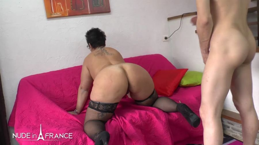 Kelly - Casting Couch Of a BBW Squirt Mom Getting Fist ...