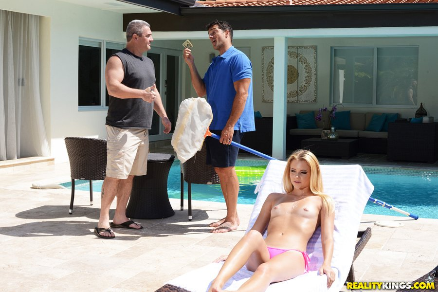 Riley Star - Wet Hot American Stunner (Amateur / Anal Play) [SD] - SneakySex.com