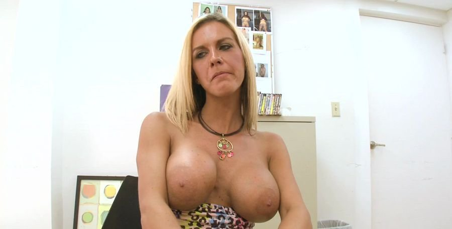 Kalani Breeze - Cougar On The Prowl (Milf / Anal) [HD 720p] - BackroomMILF.com