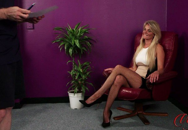 Dawn Riley - Distracting Dawn [FullHD] - LadyVoyeurs.com
