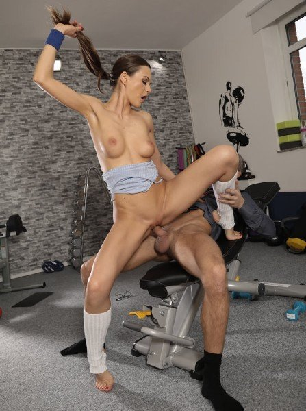 Tina Kay - Cock loving gym hottie fucks geek (Blowjob) [SD] - FitnessRooms.com