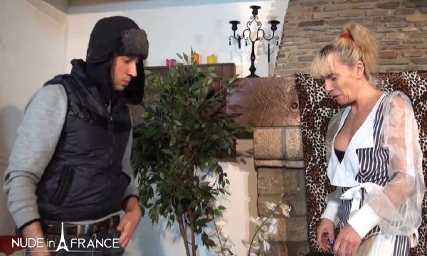Shana Mour - A mature cougar gets her ass hammered by a young technician (Mature) [SD] - NudeInFrance.com