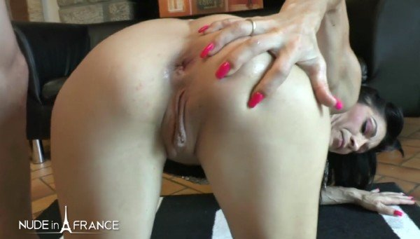 Linda India - Naughty mature gets her tiny asshole fucked (Mature) [SD] - NudeInFrance.com