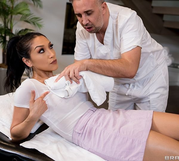 Vicki Chase - The Oil Spill () [SD] - DirtyMasseur/Brazzers