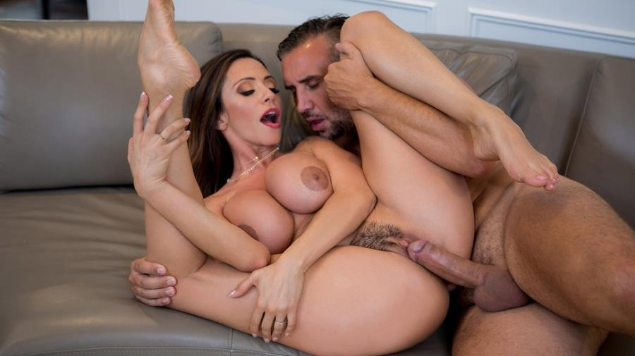 Ariella Ferrera - Had Some Fun, Gotta Run! (Latina) [SD] - RealWifeStories