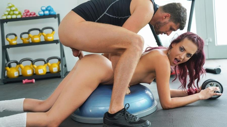 Lyen Parker - Sexy redhead meets old flame in gym () [SD] - FitnessRooms.com