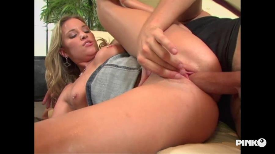 Kelly Skyline - Takes Care Of Herself With A Big Fuck With The Psychoanalyst (Blonde) [SD] - PinkoClub.com