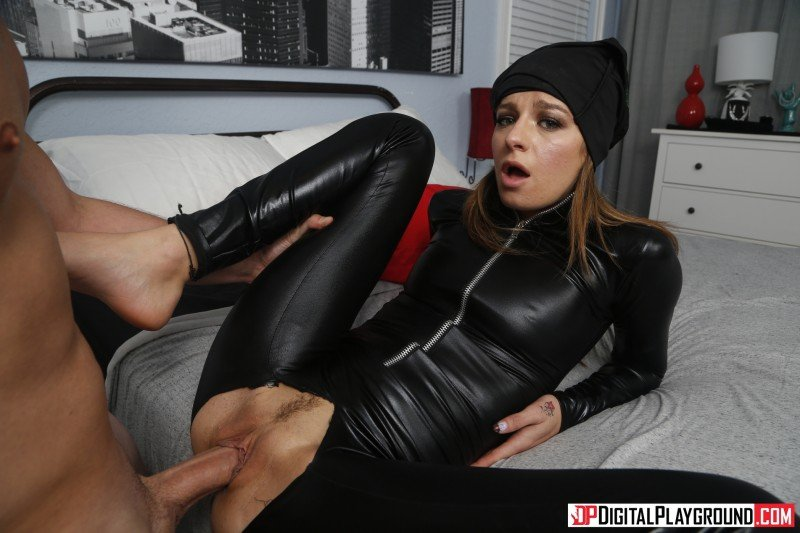 Avery Moon - The Pussy Burglar () [SD] - DigitalPlayground.com