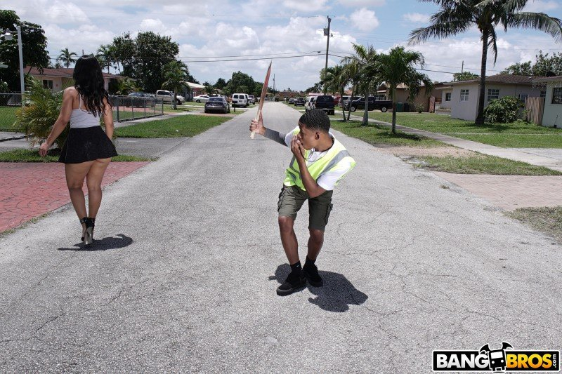 Rose Monroe - Crossing Guard Fucks a Big Butt (Latina) [SD] - AssParade.com / BangBros.com