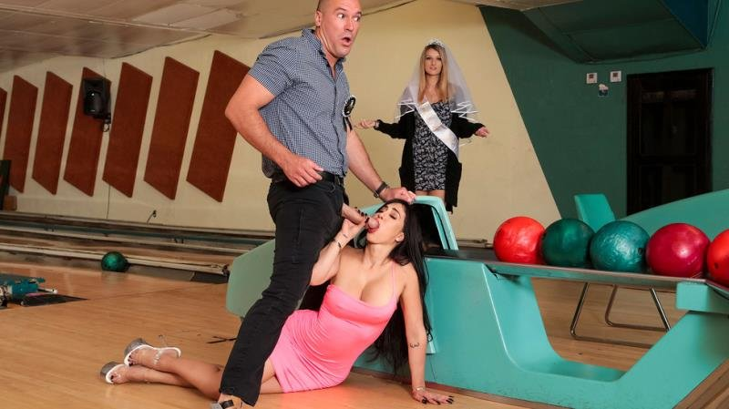 Valerie Kay - Bowling For The Bachelor (Latina) [SD] - BrazzersExxtra.com / Brazzers.com-Год производства: 2019 г.