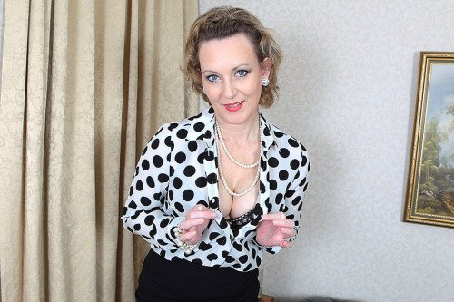 Betsy Blue (EU) (44) - British hot housewife stripping and feeling naughty (Toys) [SD] - Mature.eu