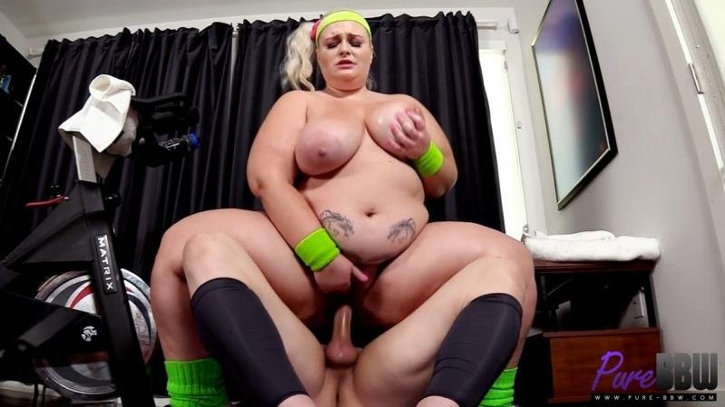 Tiffany Star - Workout babe shows off her assets at the gym (Blonde) [SD] - Pure-BBW.com