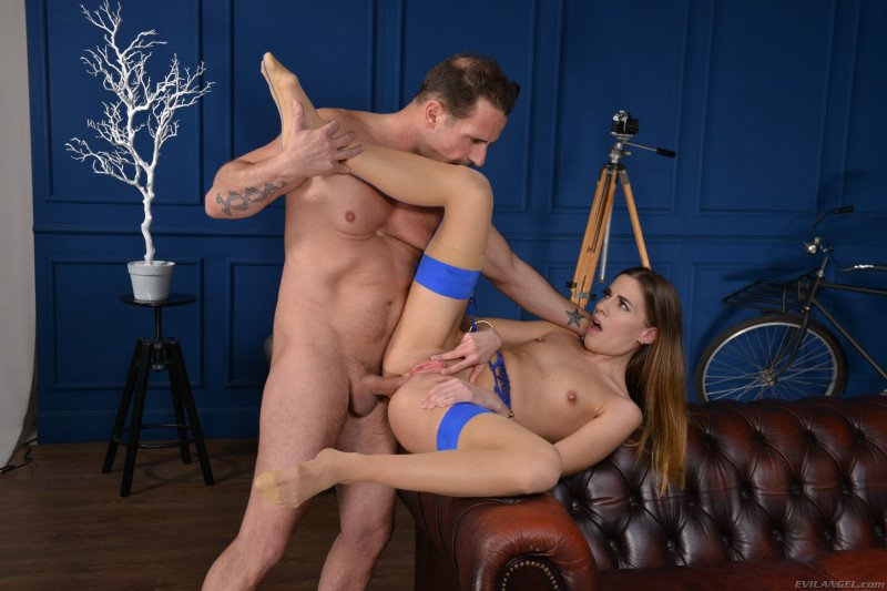 Eveline Dellai - Gaping Anal Model (Hardcore) [SD] - EvilAngel.com
