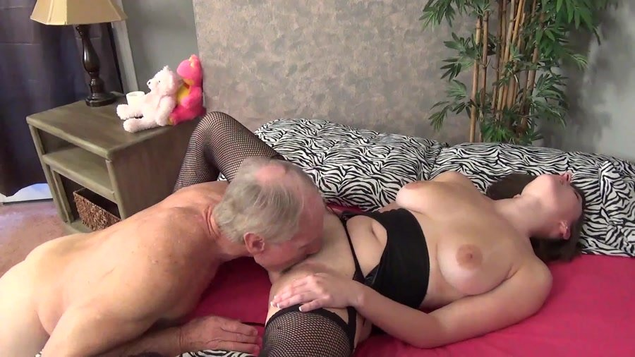 girl fucked while on the phone